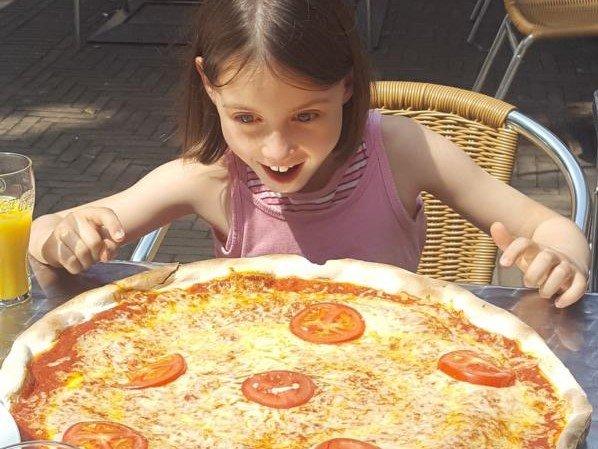 6 Pizza Ooooooh.jpg