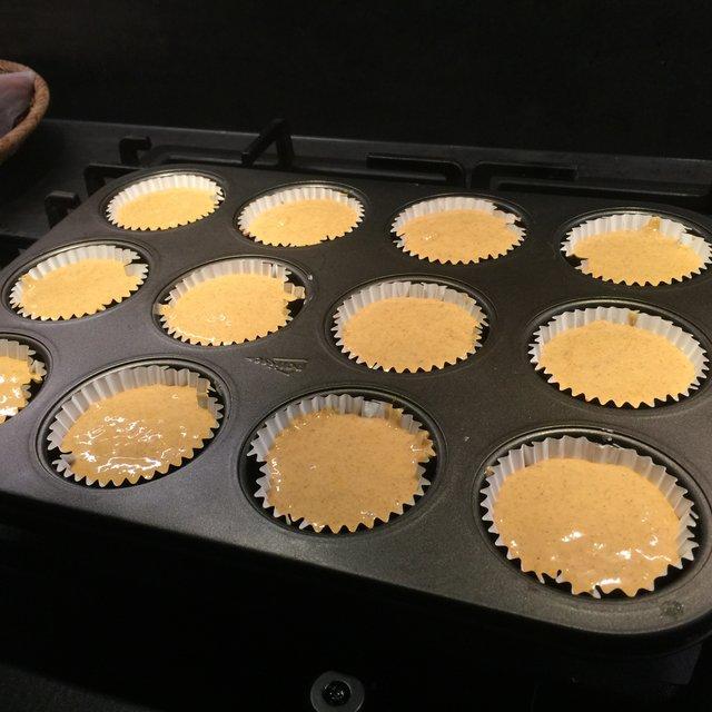4 Muffinformen füllen.JPG