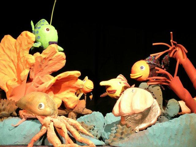 Der Regenbogenfisch, Theatrium