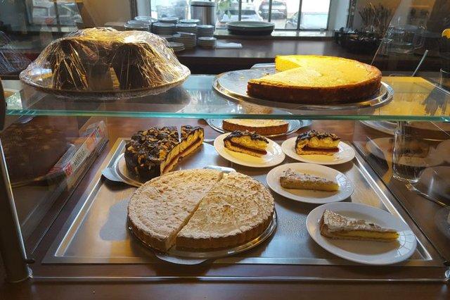 Kuchenauswahl des Tages im Café da Rocco
