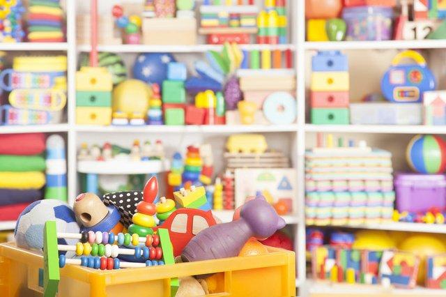 Kinderzimmer Spielzeugregal