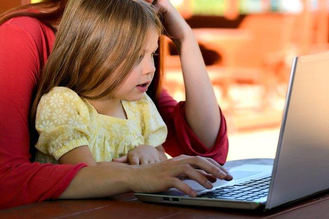 Kinderbetreuung im Homeoffice, zuhause in Coronazeiten