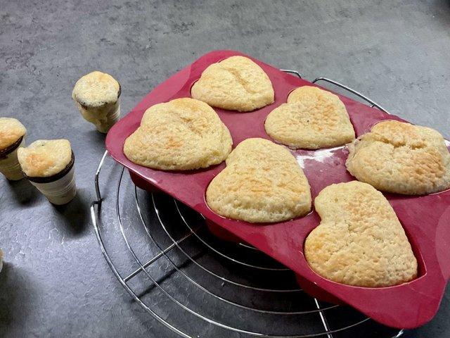 13 weitere Muffins aus dem Ofen holen.JPG