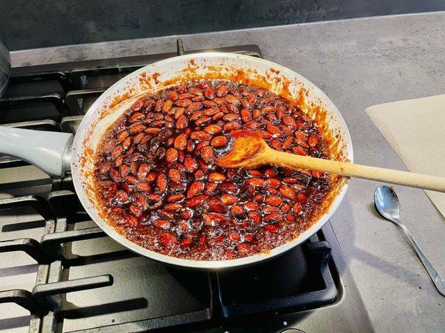 Rezept: Gebrannte Mandeln karamellisieren