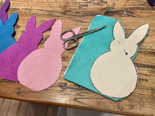DIY: Fensterschmuck zu Ostern, Hasengirlande