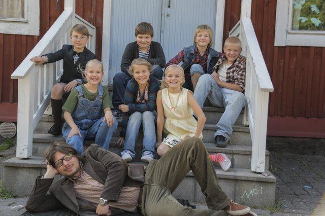 11_Ella_vorderSchule.jpg