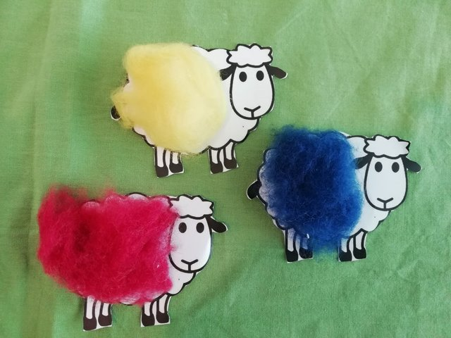 Schafe basteln mit Lilli und Billi