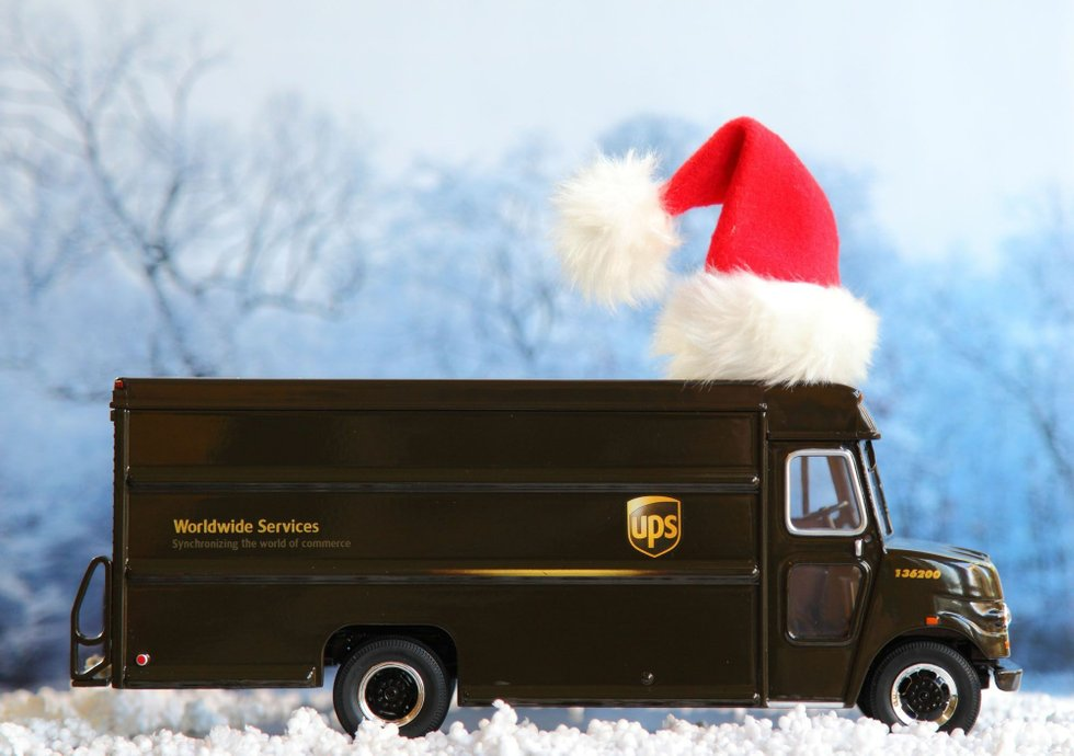 der ups christmas truck sammelt spielzeug f r kinder. Black Bedroom Furniture Sets. Home Design Ideas