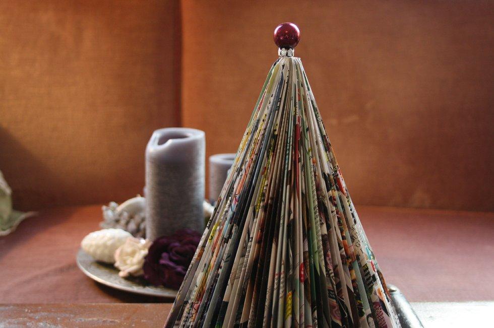 upcycling diy weihnachtsbaum aus einer zeitschrift. Black Bedroom Furniture Sets. Home Design Ideas