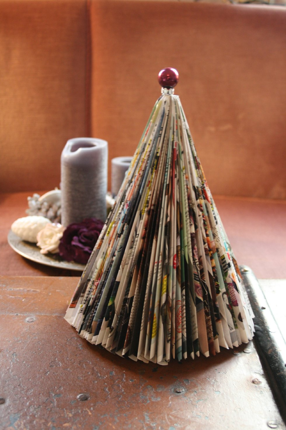 upcycling diy weihnachtsbaum aus einer zeitschrift www. Black Bedroom Furniture Sets. Home Design Ideas