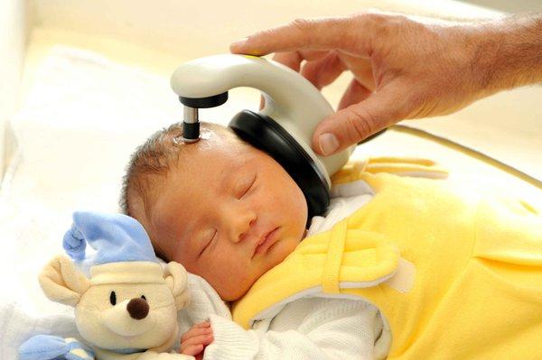 Weshalb der Hörtest nach der Geburt so wichtig ist