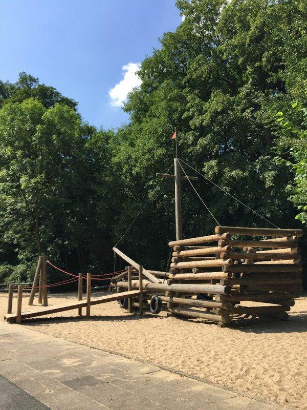 Bürgerpark, Schiff