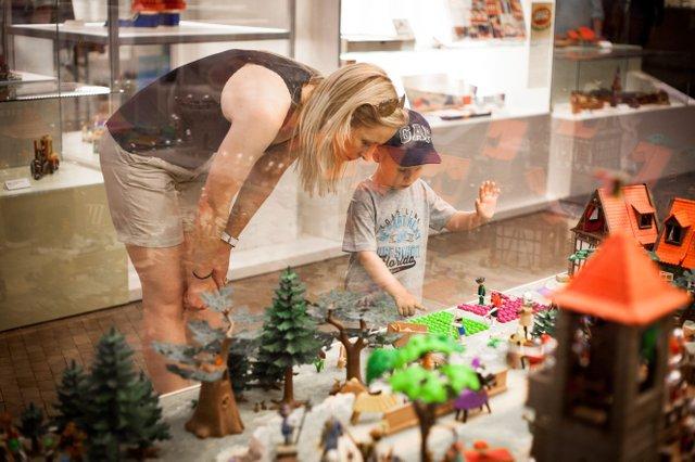 Die große Playmobil-Ritterburg in den 'Spielwelten' ist ein Hingucker für Jung und Alt - Bild FLMK.jpg