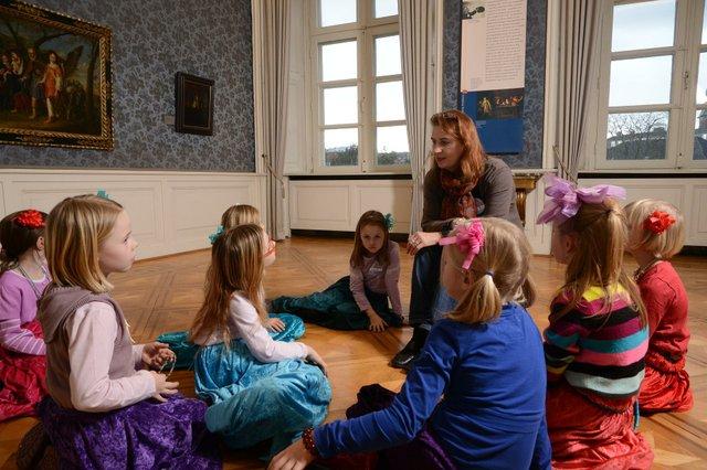 Kinderkurs Die Gräfin lädt ein, Landesmuseum Oldenburg, Foto Sven Adelaide.jpg