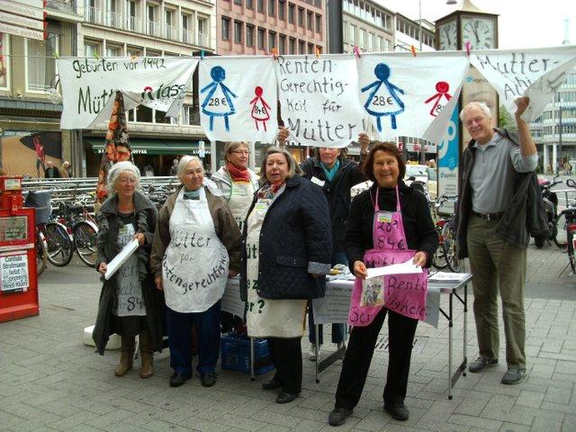 """Mütterrenten in der Diskussion, Aktionsgruppe """"Mütter für Rentengerechtigkeit"""", Köln"""