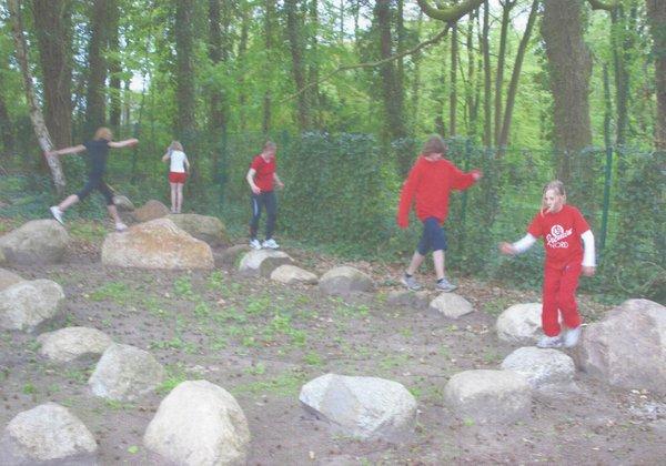2 - Outdoor Sport und Spiel_HB_Jul18_Sport an Orten_Bewegungsgarten_Felsengarten (c) Wilhelm Brand.jpg