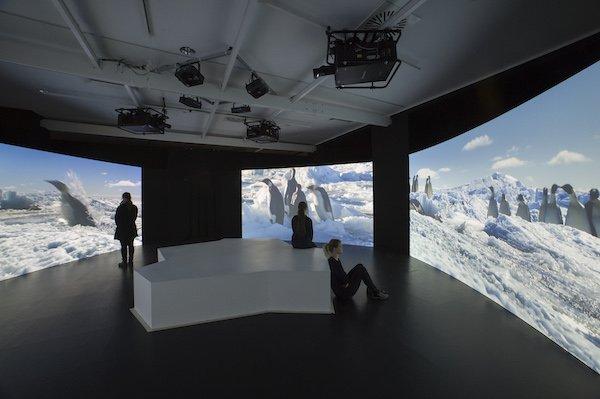 Antarctica_Blick_in_die_Ausstellung__c__UEbersee-Museum_Bremen__Foto_Volker_Beinhorn.jpg