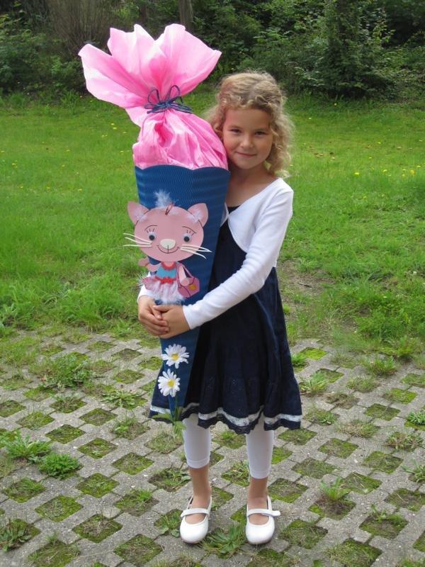 Caroline H. freut sich auf ihren ersten Schultag.JPG